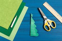 Fabricación del árbol de navidad 3D del papel Paso 4 Imágenes de archivo libres de regalías