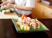 Fabricación del alimento japonés Fotografía de archivo