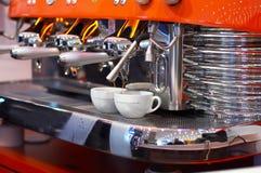 Fabricación del café   Fotos de archivo libres de regalías