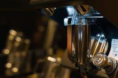 Fabricación del café del café express Foto de archivo libre de regalías