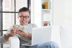 Fabricación del dinero de negocio en línea Imagen de archivo libre de regalías