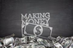 Fabricación del dinero en la pizarra Imagen de archivo libre de regalías