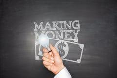 Fabricación del dinero en la pizarra Fotografía de archivo libre de regalías