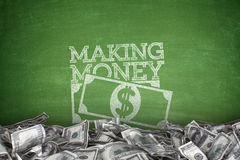 Fabricación del dinero en la pizarra Imágenes de archivo libres de regalías