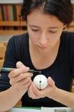 Fabricación del huevo de Pascua ucraniano Imagen de archivo libre de regalías
