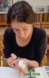 Fabricación del huevo de Pascua ucraniano Fotografía de archivo