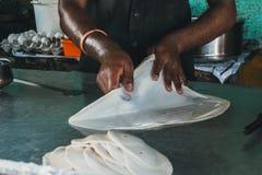 Fabricación del pan de la pasta fotos de archivo libres de regalías
