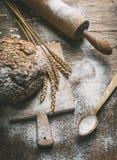 Fabricación del pan hecho en casa Foto de archivo libre de regalías