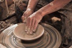 Fabricación del pote de arcilla Fotografía de archivo libre de regalías