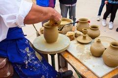 Fabricación del pote de arcilla Imagen de archivo libre de regalías