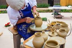 Fabricación del pote de arcilla Foto de archivo libre de regalías