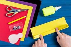 Fabricación del recuerdo por acción de gracias: pavo hecho del papel Paso 5 Fotos de archivo libres de regalías