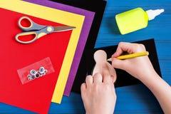Fabricación del recuerdo por acción de gracias: pavo hecho del papel Paso 2 Imagen de archivo libre de regalías