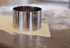 Fabricación del tortellini Foto de archivo libre de regalías