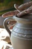 Fabricación tradicional rumana de la cerámica imagen de archivo libre de regalías