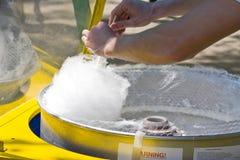 Fabricación del caramelo de algodón Foto de archivo libre de regalías