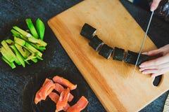 Fabricación del sushi Imagenes de archivo
