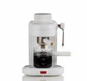 Fabricant de cappuccino sur le blanc Photo stock