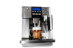 Fabricante de café automático con la taza de café Fotos de archivo