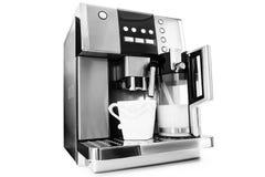 Fabricante de café automático con la taza de café Imagen de archivo
