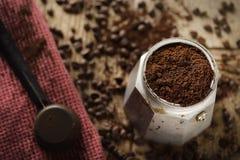 Fabricante de café expreso de Moka Fotos de archivo libres de regalías