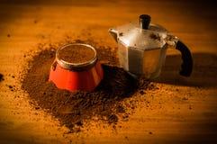 Fabricante de café express de Moka del italiano Imágenes de archivo libres de regalías