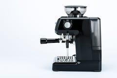 Fabricante de café manual preto com moedor em um fundo branco, vista lateral imagens de stock