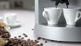 Fabricante de café na operação vídeos de arquivo