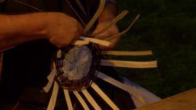 Fabricante de cesta de vime filme