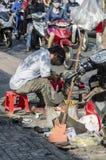 Fabricante de sapata Vietname da rua Fotos de Stock