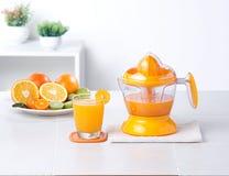 Fabricante del jugo de la naranja y de limón foto de archivo libre de regalías