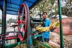 Fabricante do suco da cana-de-açúcar na Índia fotos de stock royalty free