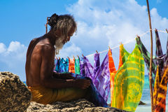 Fabricante dos sarongues de Tobago Imagens de Stock Royalty Free
