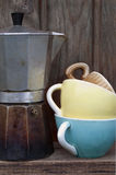 Fabricante e copos de café Fotos de Stock