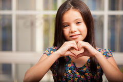 Fabrication d'un coeur avec mes mains Photographie stock