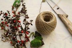Fabrication d'une guirlande de Noël Images libres de droits