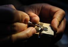 Fabrication de bijoux de métier images libres de droits