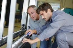 Fabrication de encadrement en métal pour le verre Image stock