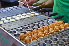 Fabrication de gâteau de petit pain Photographie stock