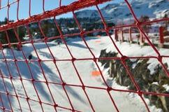 Fabrication de garde de sécurité à la station de sports d'hiver Image stock