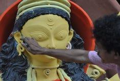 Fabrication de l'idole de Durga Photo stock