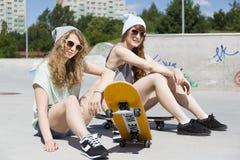 Fabrication de l'été au sujet de faire de la planche à roulettes Photo stock