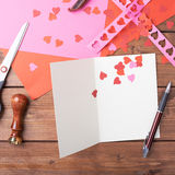 Fabrication de la carte de valentine Photographie stock libre de droits