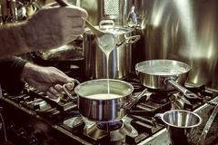Fabrication de la sauce Image stock