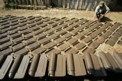 Fabrication de la tuile de toit Images stock