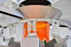 Fabrication de nourriture faite à la machine par l'acier inoxydable Images libres de droits