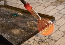Fabrication de verre dans Murano photos libres de droits
