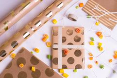 Fabrication des cadeaux pour des amis et des parents Image stock