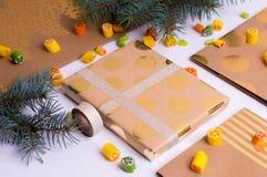 Fabrication des cadeaux pour des amis et des parents Photographie stock