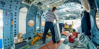 Fabrication des hélicoptères russes sur l'usine d'avions photo stock